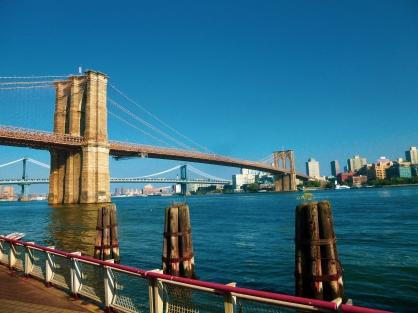 Vue sur le Brooklyn Bridge depuis South Street Seaport