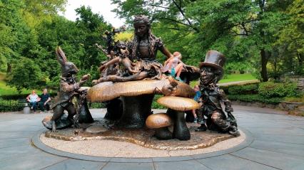 Statue d'Alice au Pays des Merveilles à Central Parc